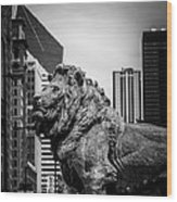 Chicago Lion Statues In Black And White Wood Print by Paul Velgos