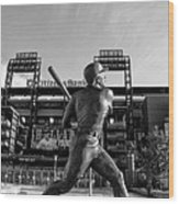 Mike Schmidt Statue In Black And White Wood Print by Bill Cannon