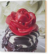 Red Rose Cupcake Wood Print by Garry Gay