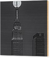 Super Moon In An Empire State Of Mind Bw Wood Print by Susan Candelario