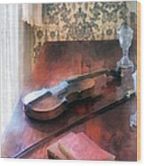Violin On Credenza Wood Print by Susan Savad