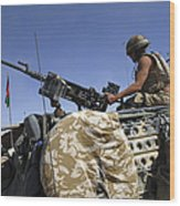 A Soldier Of The British Army Mans Wood Print by Andrew Chittock