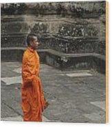 Monk At Ankor Wat Wood Print by Bob Christopher