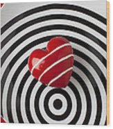 Red Heart On Circle Plate Wood Print by Garry Gay
