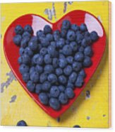 Red Heart Plate With Blueberries Wood Print by Garry Gay