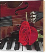 Violin And Rose On Piano Wood Print by Garry Gay