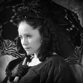 Serena Strong - Belle In Mourning