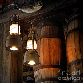 Nava Thompson - Lantern Glow