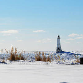 Linda Kerkau - Winter Lighthouse