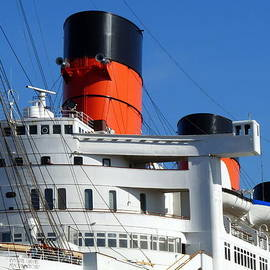 Rms Queen Mary by Jeff Lowe