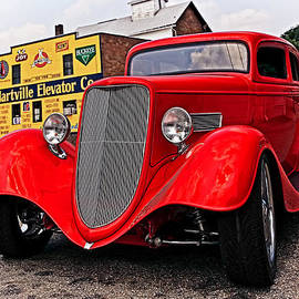 Marcia Colelli - 1933 Ford Coupe