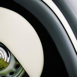 Jill Reger - 1938 BMW 327 - 8 Cabriolet Rear Wheel Emblem -2668c