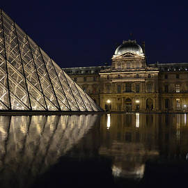 The Louvre Palace and the Pyramid at night by RicardMN Photography