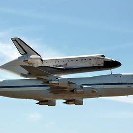 Space Shuttle Endeavour by Jeff Lowe