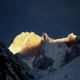 Kedar Munshi - Alpen glow on Mt Meru