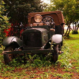 An Old Time Fire Engine by Jeff Swan