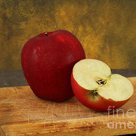 Apples by Michelle Tinger