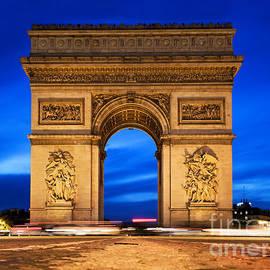 Michal Bednarek - Arc de Triomphe at night Paris France
