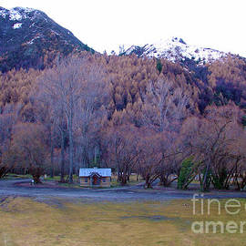 Arrowtown NZ by Gee Lyon