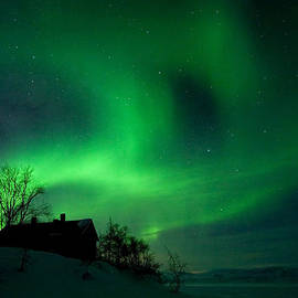 Max Waugh - Aurora Over Lake Tornetrask