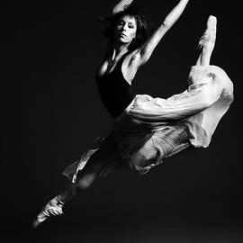 Artur Bogacki - Ballerina Flying