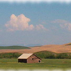 Barn In The Palouse by Charles Robinson