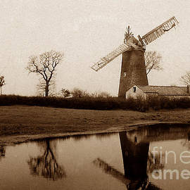 The Keasbury-Gordon Photograph Archive - Barnet Gate Windmill London England