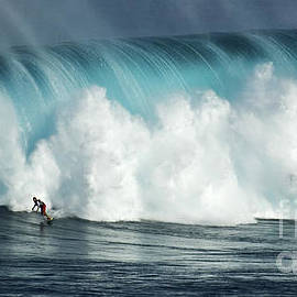 Bob Christopher - Beauty Of Surfing Jaws Maui 1