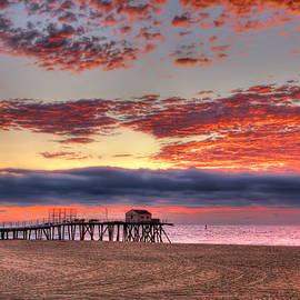 Belmar sunrise in New Jersey by Geraldine Scull