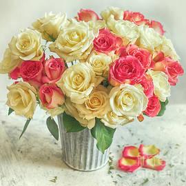 Carolyn Rauh - Big bouquet of roses
