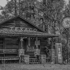 Steven  Taylor - Black and White country store