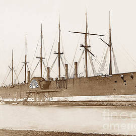 The Keasbury-Gordon Photograph Archive - Breaking the Great Eastern in the River Mersey England