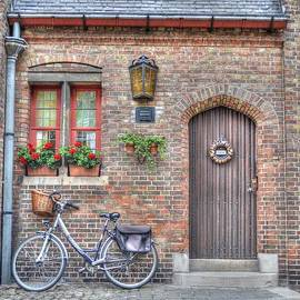 Brugge door front with bicycle by Linda Covino