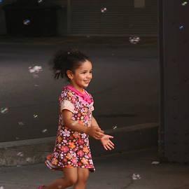 Aimelle - Bubbles Make The Happiest Moments