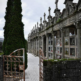 RicardMN Photography - Cemetery in a small village in Galicia