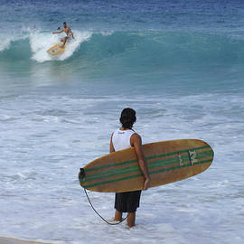 Bob Christopher - Surfing Hawaii Checking It Out