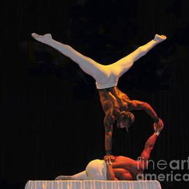 Cindy Lee Longhini - Cirque