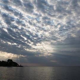 Georgia Mizuleva - Cirrocumulus Clouds and Sunbeams