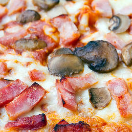 Fizzy Image - close up of ham and mushroom pizza