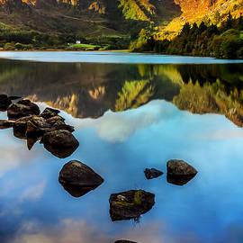 Crafnant Rocks v2 by Adrian Evans