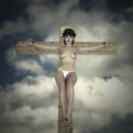 Ramon Martinez - Crucifix in yellow contrast