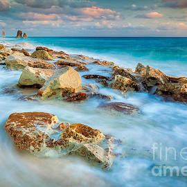 Cupecoy Beach by Katka Pruskova
