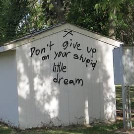 Don't Give Up graffiti by Manuel Matas