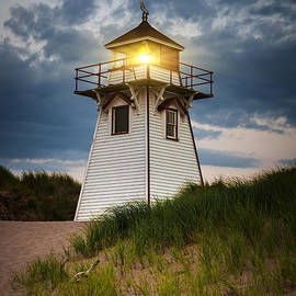 Elena Elisseeva - Dusk at Covehead Harbour Lighthouse