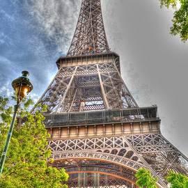 Eiffel tower by Linda Covino