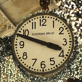 Electrique Brillie Clock in Chelsea Market by Rona Black