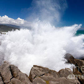 Exploding surf at Pancake Rocks of Punakaiki NZ by Stephan Pietzko