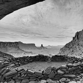 Silvio Ligutti - False Kiva in BW - Canyonlands National Park Moab Utah