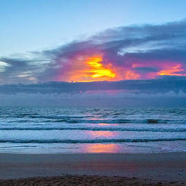 Judy Hall-Folde - Fire in the Morning Sky
