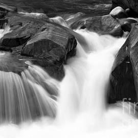 Alana Ranney - Flowing Stream